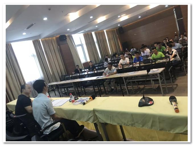 2018年开州区爱游戏官方主页公共服务中心与入驻企业交流会如期举行
